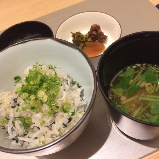 食事:しらすと独活(うど)の炊き込みご飯